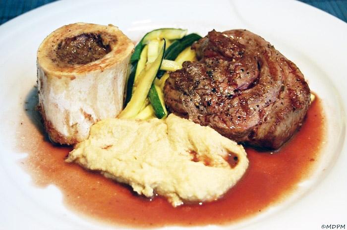 Hovězí steak s pečeným morkem a celerovým pyré